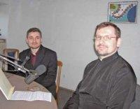 На фото в студії Радіо «Воскресіння»: Владика Святослав Шевчук та отець Ігор Яців