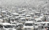 Снегопад осложнил ситуацию на дорогах Кирова и области.