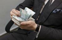 Депутат купил смартфоны на бюджетные деньги